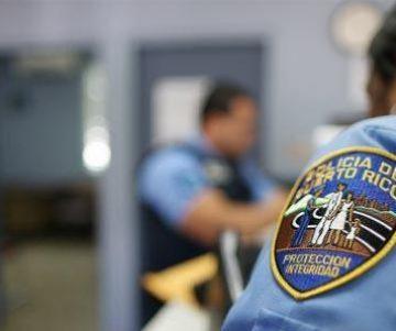 crop policia5 1 360x301 - Secuestran y asaltan conductora frente a Plaza del sol en Bayamón