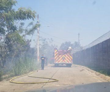 20190514 141656 360x301 - Bomberos tratan de apagar fuego en Toa Alta