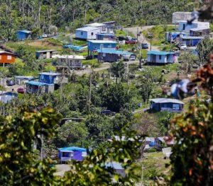 20190516prhoycasastoldosazulesjlm1472454150 300x263 - Entregarán títulos de propiedad en la comunidad Villa Esperanza en Toa Alta