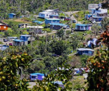 20190516prhoycasastoldosazulesjlm1472454150 360x301 - Entregarán títulos de propiedad en la comunidad Villa Esperanza en Toa Alta