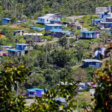 20190516prhoycasastoldosazulesjlm1472454150 450x450 - Entregarán títulos de propiedad en la comunidad Villa Esperanza en Toa Alta