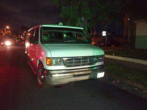 IMG 20190923 WA0006 300x225 - Municipales de Guaynabo arrestan simultáneamente a hombre en un vehículo Hurtado
