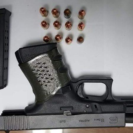 FB IMG 1579580743754 450x450 - Agentes de Toa Alta lo arrestan en Corozal con pistola