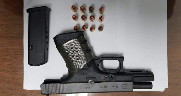 FB IMG 1579580743754 750x398 - Agentes de Toa Alta lo arrestan en Corozal con pistola