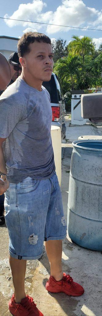 20200213 170340 332x1024 - Arrestan en Toa Alta a Javier Rivera uno de los 10 mas buscados de Bayamon