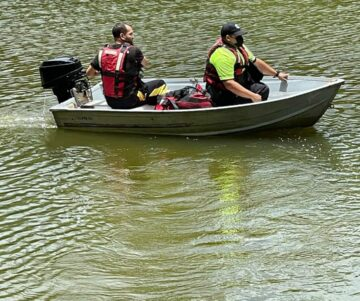 FB IMG 1619977704905 360x301 - Tratan de rescatar personas que se estrellaron en una avioneta en Toa Alta